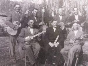 Pedesete - s lijeva, stoje: F. Galeković, J. Galeković, S. Galeković, D. Crnić; sjede: V. Kovačić, A. Galeković Ivekov, F. Cvetnić.